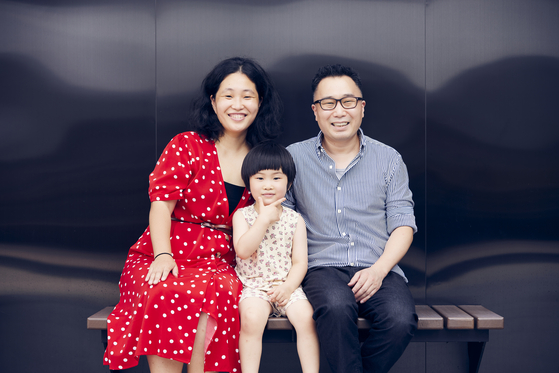 """Director ParkKang A-reum, left, and her family pose for photos after the press screening of her documentary """"Areum Married,"""" at CGV Yongsan branch in central Seoul last week. The film is set for release at local theaters on Thursday. [JINJIN PICTURES]"""