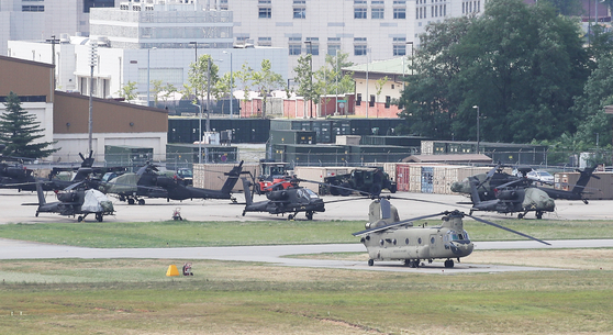 Military helicopters are on standby at Camp Humphreys in Pyeongtaek, Gyeonggi, Monday, as Seoul and Washington kicked off their scaled-down nine-day summertime military exercise. [YONHAP]