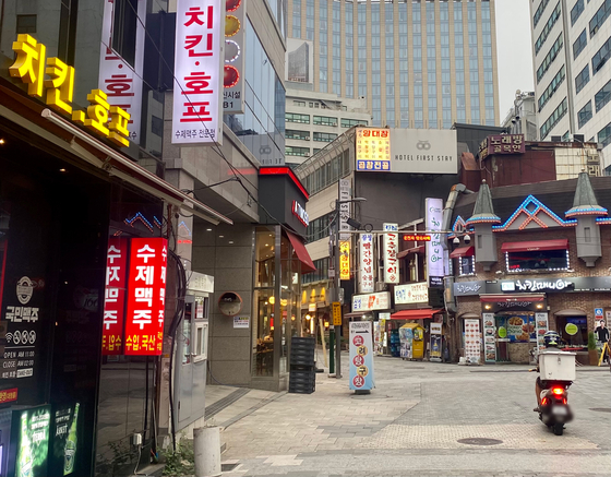 Chicken restuarant in Myeong-dong, Seoul on Aug. 13. [KIM HONG-JOON]