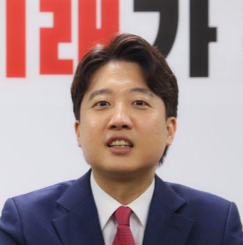 Lee Jun-seok