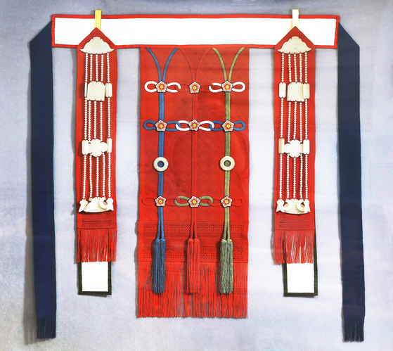 Mangsu was used to decorate the clothing worn by the kings and their subjects of Joseon. [PARK SANG-MOON]