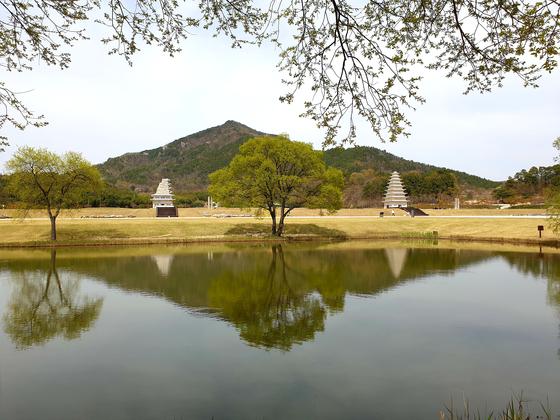 Mireuksa Temple site in Iksan, featuring Mireuksa Stone Pagoda, left, Korea's National Treasure. [CULTURAL HERITAGE ADMINISTRATION]
