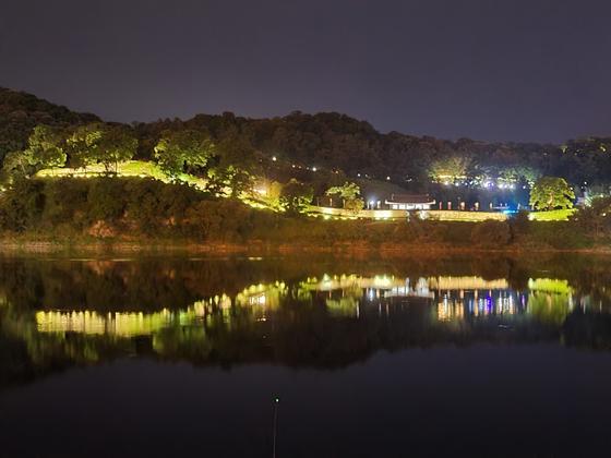 A night view of Gongsanseong in Gongju [JANG NAM-MI]