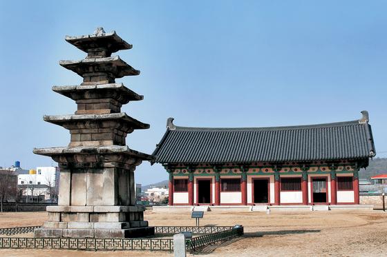Jeongnimsa Temple site in Buyeo [JOONGANG PHOTO]