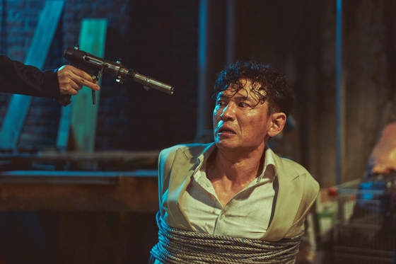 """Actor Hwang Jung-min portrays himself as a movie star abducted in the streets of Seoul in """"Hostage: Missing Celebrity."""" [NEXT ENTERTAINMENT WORLD]"""