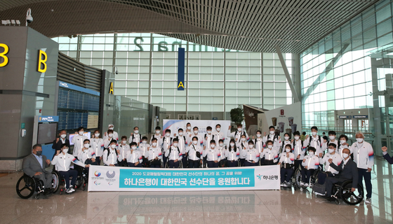 The first wave of Korean Paralympic athletes gets ready to depart for Tokyo at Incheon International Airport on Wednesday. [KOREA PARALYMPIC COMMITTEE]