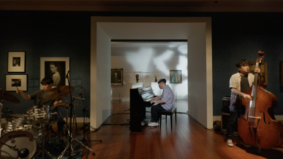 """Yun Seok Cheol Trio performs inside the National Museum of Korea's exhibition hall, which displays the """"'Icons and Identities' from the National Portrait Gallery, London"""" exhibit that recently came to an end on Aug. 15. [SOMETIMES LUCKY]"""