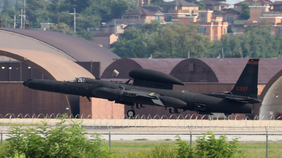 A Lockheed Martin U-2S high-altitude reconnaissance aircraft lands at Osan Air Base in Pyeongtaek, Gyeonggi, after completing a mission Tuesday afternoon. Seoul and Washington kicked off their four-day crisis management staff training Tuesday as a prelude to their annual summertime military exercise next week, and Kim Yo-jong, the North Korean leader's sister, issued a statement the same day slamming the joint drill. [NEWS1]