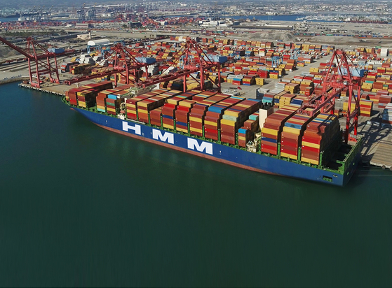 An HMM container vessel at the Port of Los Angeles last October. [HMM]