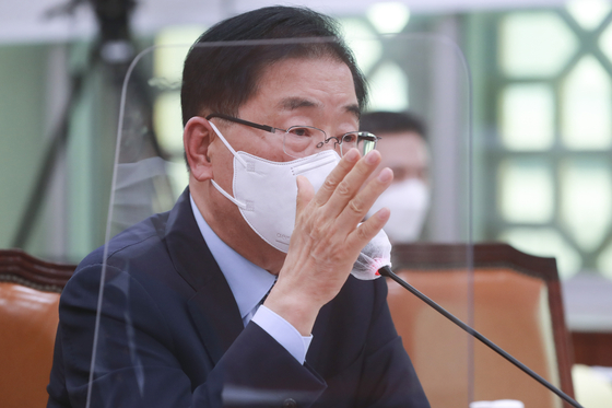 Korean Foreign Minister Chung Eui-yong speaks at a parliamentary foreign affairs committee Monday afternoon on the Afghan evacuee issue. [NEWS1]