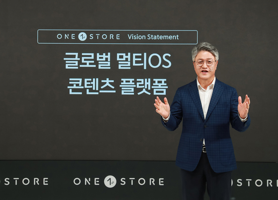 Lee Jae-hwan, the CEO of One Store, presents the app market's goal of becoming a ″Global multi-OS content platform″ during an online conference held on Monday morning. [ONE STORE]