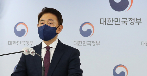 Kim Tae-eung, head of the special investigation team of the Anti-Corruption and Civil Rights Commission, on Monday announces the outcome of the investigation into real estate investments of opposition lawmakers and their families. [YONHAP]