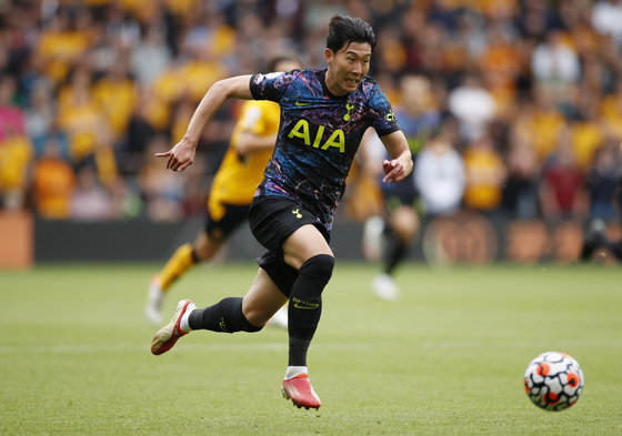 Son Heung-min of Tottenham Hotspur runs with the ball against Wolverhampton in a Premier League game on Sunday. [REUTERS/YONHAP]