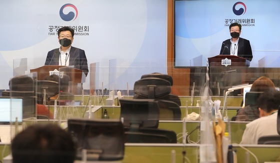 An official from the Fair Trade Commission (FTC) gives a briefing on Tuesday morning at the Sejong Government Complex in Sejong after the FTC approved KT Skylife to acquire Hyundai HCN. [YONHAP]