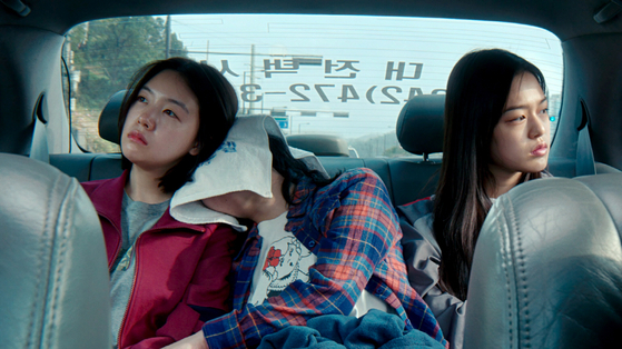 Scenes from the film. Kang-yi and her friends keep running away from their homes. [AT9 FILM]