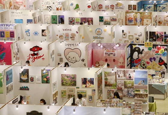 Booths are set up at the Seoul Illustration Fair vol.11 at Coex, southern Seoul, on Wednesday. The event runs through Saturday. [YONHAP]
