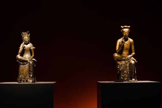 A special exhibition in 2015 organized by the National Museum of Korea shows two Maitreyas in meditation — National Treasure No. 78, left, and No. 83, right — sitting side by side. [NATIONAL MUSEUM OF KOREA]