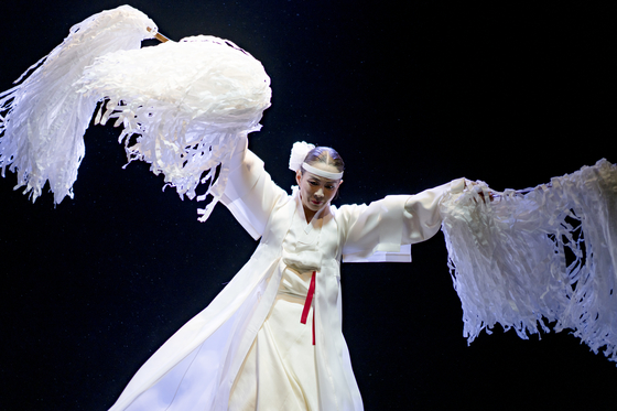 The Korea National Dance Company presents solos and duets from December 3-4. [NTOK]