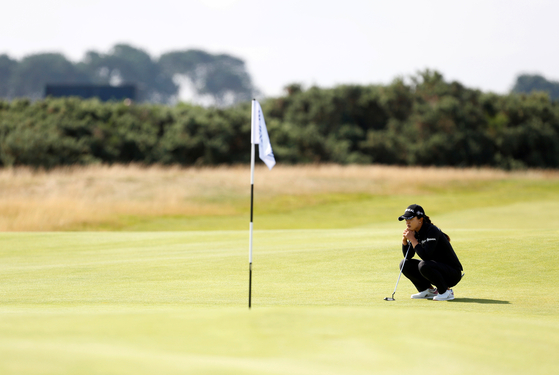 Kim Sei-young checks the green during the second round of the AIG Women's Open in Carnoustie, Scotland on Friday. [REUTERS/YONHAP]