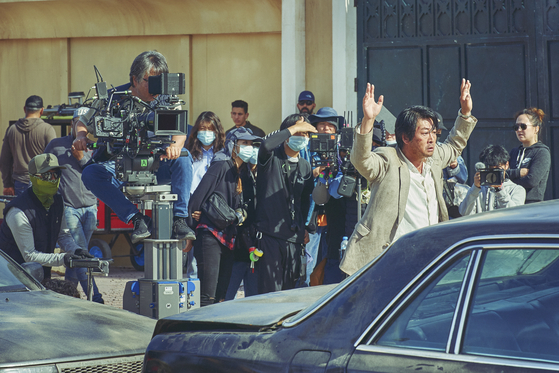 The film was entirely shot overseas, with the Korean staff collaborating closely with local staff in Morocco. [LOTTE ENTERTAINMENT]