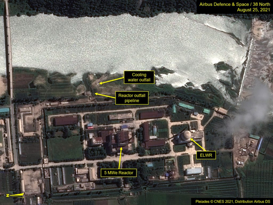 Satellite imagery released by the website 38 North shows the 5-megawatt reactor at the Yongbyon complex in North Pyongan Provinceon Aug. 25. [38 NORTH]