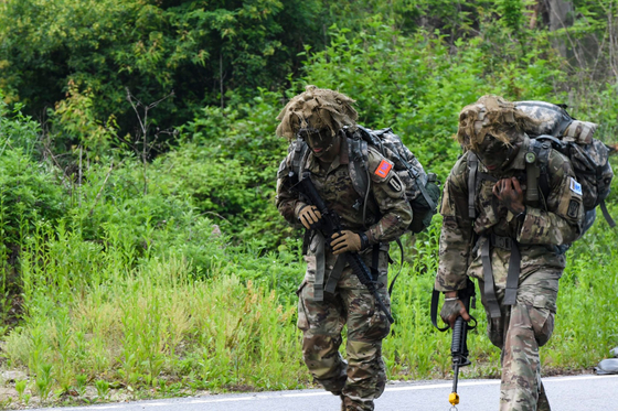 Members of the U.S. Armed Forces in Korea in training in Dongducheon, Gyeonggi, in June 2020. [THE EIGHTH U.S. ARMY]