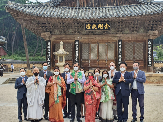 In the front row, Riva Ganguly Das, secretary at the Ministry of External Affairs of India, fourth from right; Director General Dinesh K. Patnaik of the Indian Council of Cultural Relations, fifth from right; and Sripriya Ranganathan, ambassador of India to Korea, third from right, pose during their meeting at Tongdo Temple in South Gyeongsang on Tuesday. [EMBASSY OF INDIA IN KOREA]