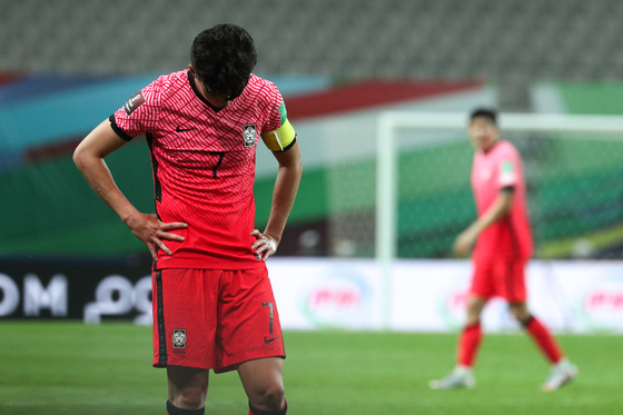 Captain Son Heung-min reacts after Korea draw 0-0 with Iraq in a World Cup qualifier at Seoul World Cup Stadium in western Seoul on Thursday. [NEWS1]
