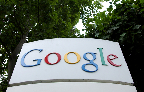 The Google logo is seen outside their headquarters in Mountain View, California Aug. 18, 2004. [REUTERS/YONHAP]
