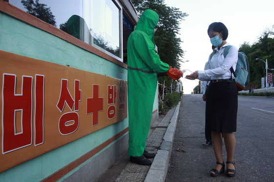 A health official conducts anti-epidemic work at the entrance of Pyongsong city in South Pyongan Province, North Korea on Wednesday. [AP/YONHAP]