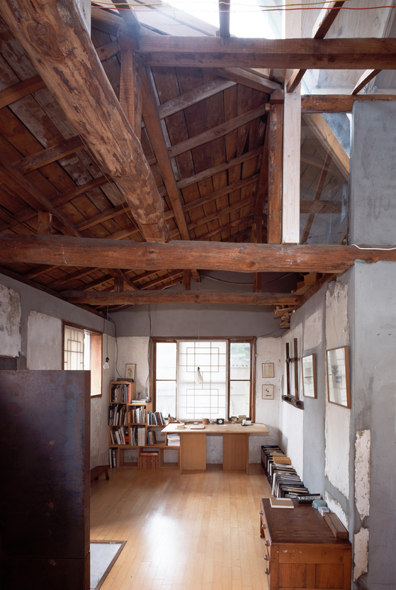 Cho's studio house in Seongbuk-dong, central Seoul, a part of ″Reworked House″ in the ″House″ section of the exhibition [BCHO ARCHITECTS]