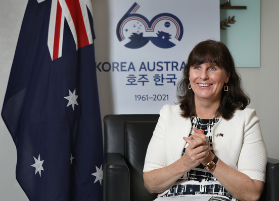 Catherine Raper, Australian ambassador to Korea, speaks with the Korea JoongAng Daily at the embassy in Seoul on Aug. 12. [PARK SANG-MOON]