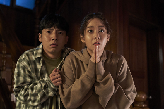 """A scene from film """"Show Me the Ghost"""" with actor Han Seung-yeon, right [INDIESTORY]"""