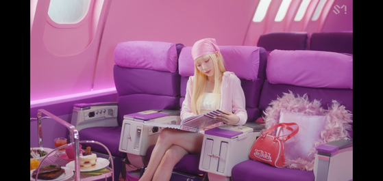 """Taeyeon in her music video for """"Weekend"""" [SCREEN CAPTURE]"""
