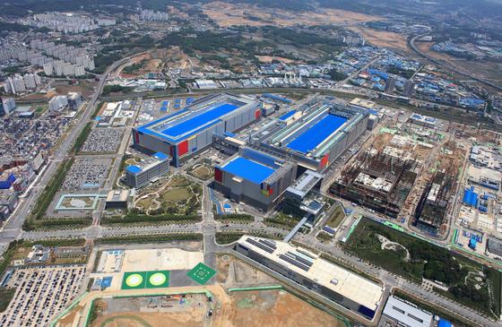 Samsung Electronics' new P2 chip-making plant at its complex in Pyeongtaek, Gyeonggi [SAMSUNG ELECTRONICS]