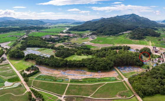 """Wolseong, Korea's Historic Site No. 16 and a Unesco World Heritage Site, can be literally translated as """"moon castle"""" in English. [CULTURAL HERITAGE ADMINISTRATION]"""