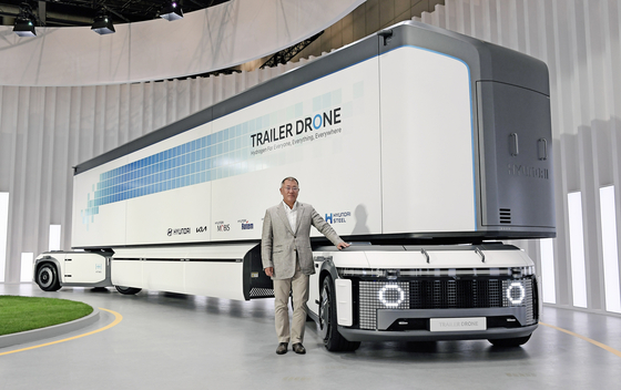 Trailer Drone, a hydrogen-powered container transportation system capable of operating fully autonomously, that can run over 1,000 kilometers (621.4 miles) on a single charge. [HYUNDAI MOTOR GROUP]