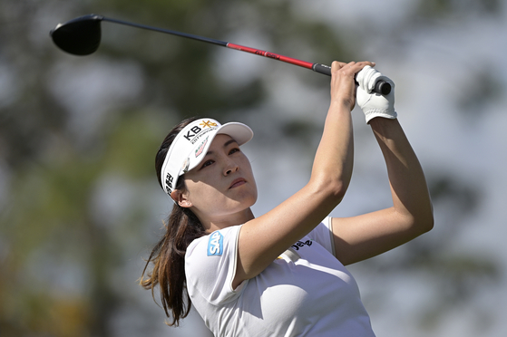 Chun In-gee watches her tee shot on the fourth hole during the final round of the Tournament of Champions LPGA golf tournament, on Jan. 24, 2021, in Lake Buena Vista, Florida. [AP/YONHAP]