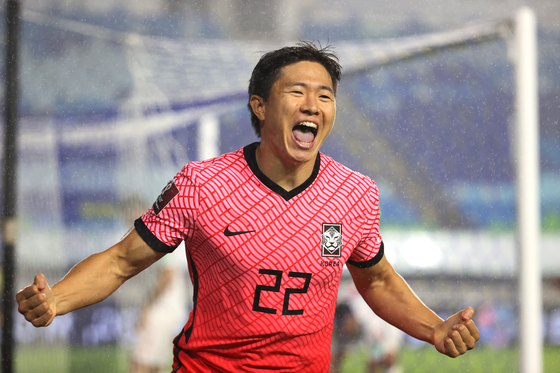 Kwon Chang-hoon celebrates after scoring a goal for Korea at the World Cup qualifier against Lebanon at Suwon World Cup Stadium in Suwon on Tuesday evening. [YONHAP]