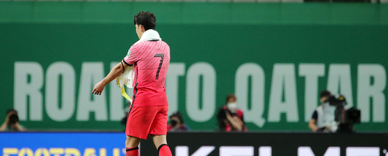 Son Heung-min leaves the pitch after Korea take on Iraq at Seoul World Cup Stadium in western Seoul on Sept. 2. [NEWS1]