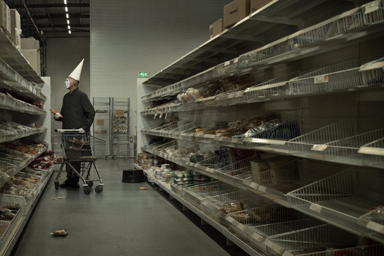 ″April Fool 2020 9.50am″ by Dutch photographer Erwin Olaf [DAEGU PHOTO BIENNALE]