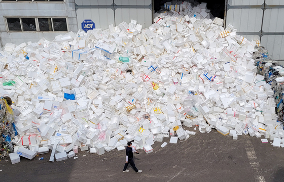 Styrofoam boxes used as packaging for delivered products are stacked at a waste processing company in Seoul on Thursday. Ahead of Korea's Chuseok holiday, more boxes are expected to pile up as people send gifts to each other. [YONHAP]