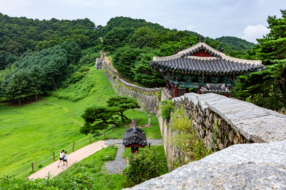 Sangdang fortress is one of the most popular travel destinations in cheongju, north chungcheong. it is possible to walk on top of the fortress, which is about four kilometers (2.4 miles) long. it takes about one hour and a half to walk the entire fortress. [lietto]