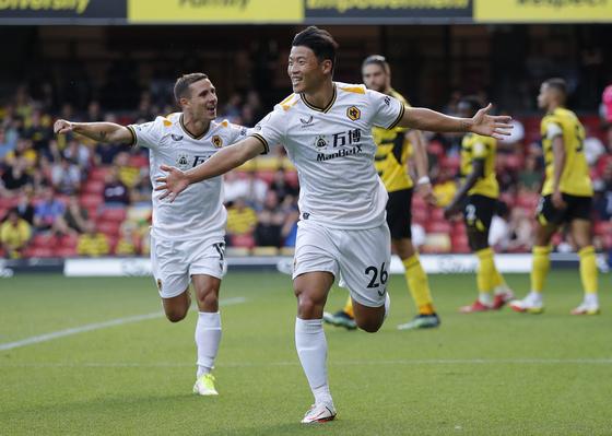Hwang Hee-chan celebrates scoring in his debut appearance for Wolverhampton Wanderers at Vicarage Road in Watford, England on Saturday. [REUTERS/YONHAP]