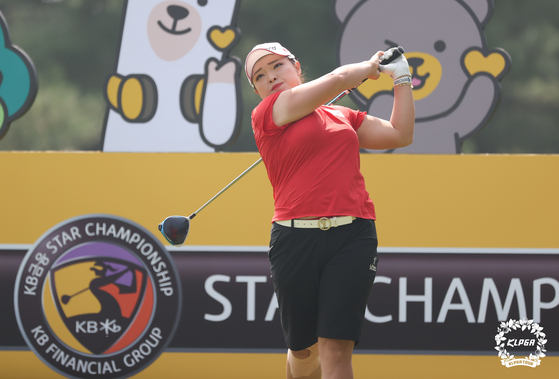 Jang Ha-na plays her shot from the first tee of the final round of the KB Financial Group Star Championship at Blackstone Golf Club in Icheon, Gyeonggi, on Sunday. Jang picked up her second win of the season at the KLPGA major tournament and her 15th KLPGA career win. [KLPGA]