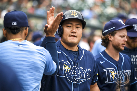 Choi Ji-man of the Tampa Bay Rays celebrates after scoring a run against the Detroit Tigers during the top of the 10th inning at Comerica Park in Detroit, Michigan on Sunday. The Rays lost the game 8-7 after the Tigers pulled ahead at the bottom of the 11th. [AFP/YONHAP]