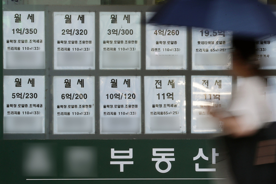 Monthly rent prices are posted at a real estate agency in downtown Seoul on Sept. 12. [NEWS1]