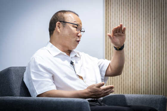 Park Hang-seo answers questions at Sports 360 Lab in Seoul Olympic Park in Songpa District, southern Seoul on July 20. [JOONGANG SUNDAY]