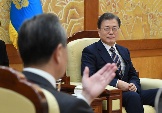 President Moon Jae-in listens to Chinese Foreign Minister Wang Yi during his visit to the Blue House on Nov. 26, 2020. [JOINT PRESS CORPS]