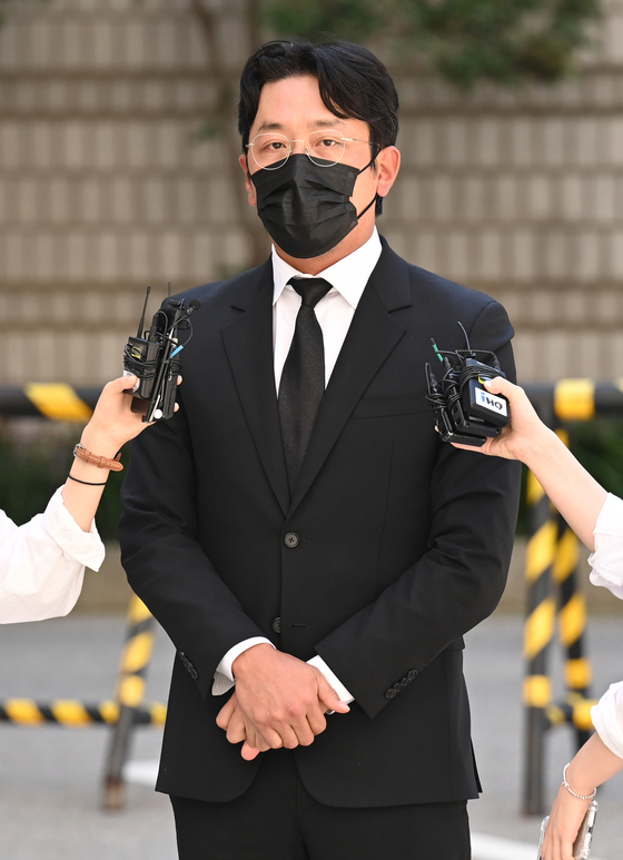 Actor Ha Jung-woo attends his final trial for propofol abuse at the Seoul Central District Court in Seocho District, southern Seoul, on Tuesday. [PARK SE-WAN]